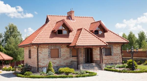 Конструкция дома с полувальмовой датской крышей