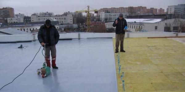 Утепление и гидроизоляция плоской крыши.