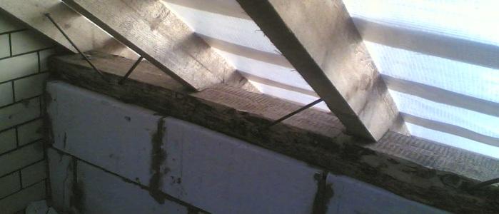 Установка мауэрлата и его крепление к стенам . Варианты и особенности крепления стропил к нему.