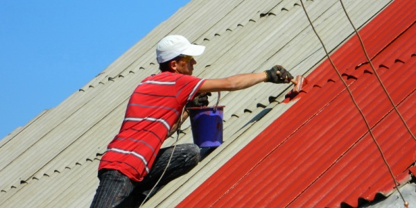 Проведение работ по окраски крыши из шифера